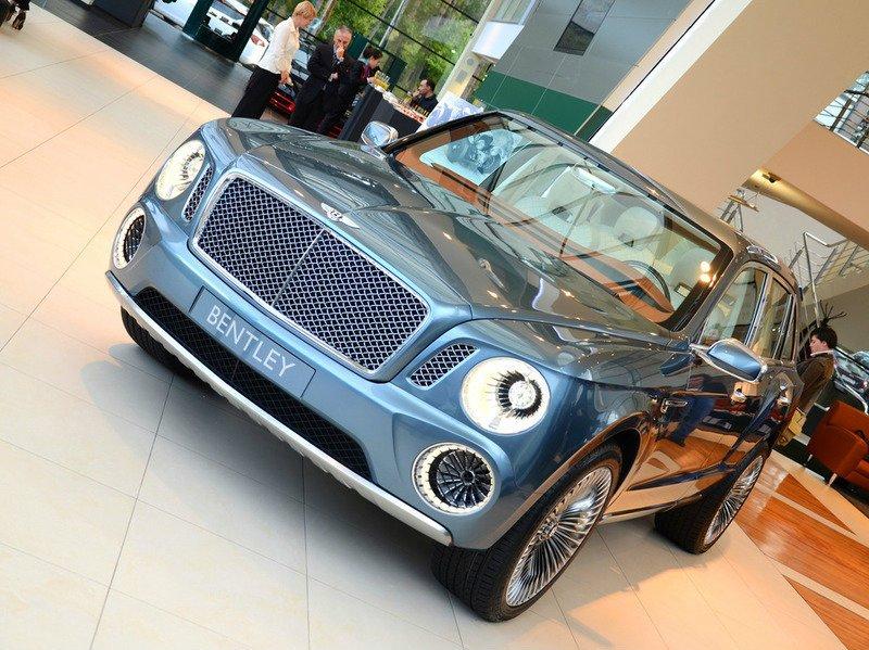 Первым гибридом Bentley станет кроссовер