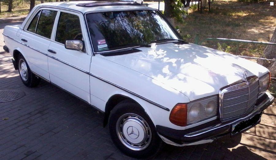 Mercedes benz e class w123 250 1979 2 5 for Mercedes benz 330