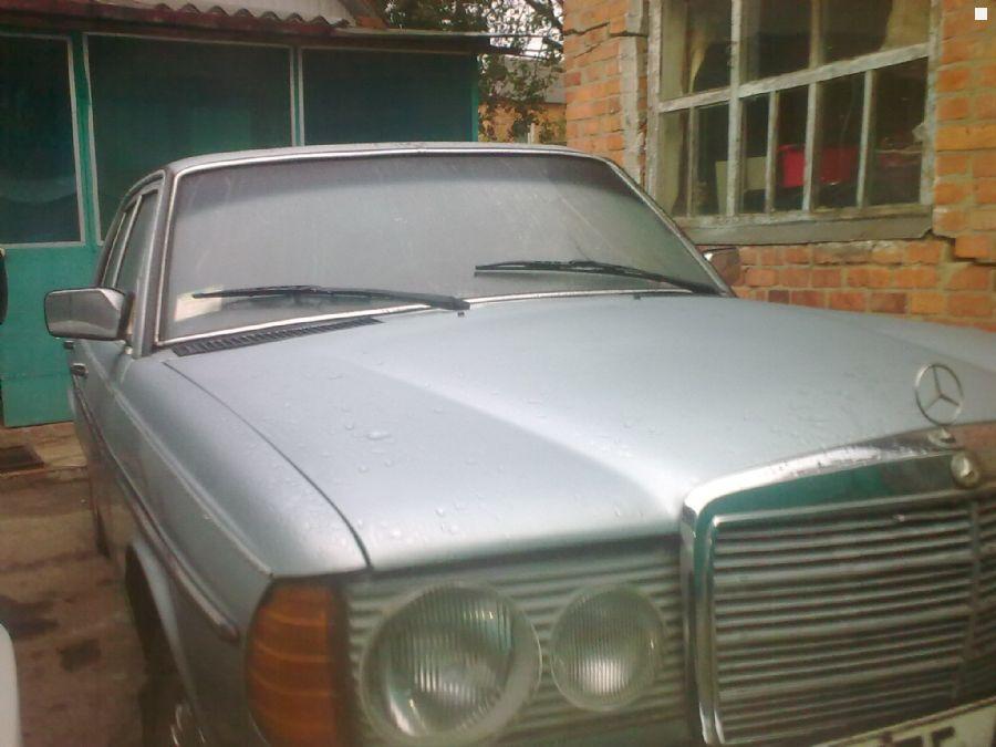 Mercedes benz e class w123 1982 3 0 for Mercedes benz 330