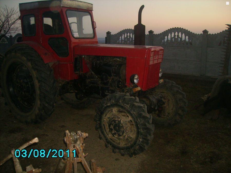 Продам трактор т с документами в хорошем техническом состоянии 4 wd c полным навесным оборудованием.