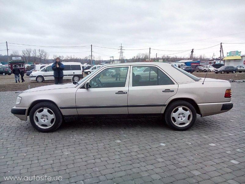 Mercedes benz e class 250 d 1990 2 5 for Mercedes benz e class 250